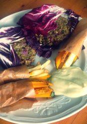 Mungburgers met groentefrietjes en sojagonaise