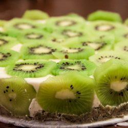 Close-up van kiwi-kokostaart